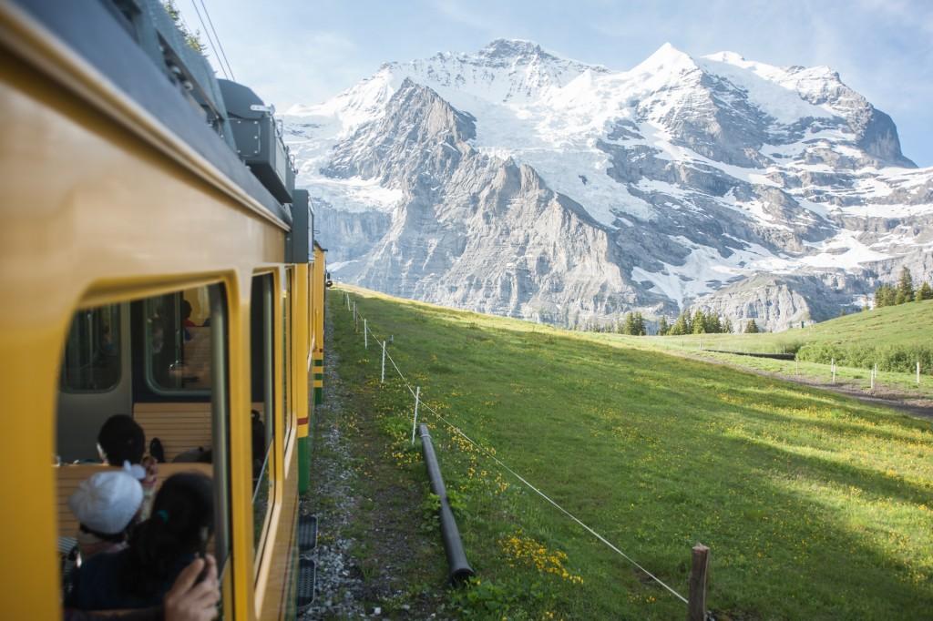 yellow train to jungfrau interlaken